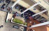 Vừa ra khỏi lớp, 2 sinh viên bị nhóm người lạ hành hung