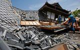 Bé 8 tháng tuổi sống sót kì diệu dưới đống đổ nát sau động đất Nhật Bản