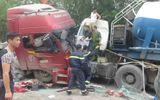 Hai xe tải đối đầu, tài xế mắc kẹt trong cabin