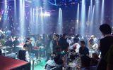 Đột kích quán bar trung tâm Sài Gòn, hàng chục dân chơi ném ma túy tháo chạy