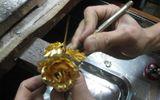 """Quy trình làm hoa hồng dát vàng và bí kíp nhận biết """"hàng fake"""""""