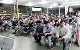Hàng ngàn người nghẹt thở chờ mua vé xe tết tại bến xe Miền Đông
