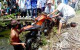 Công an chạy mô tô phân khối lớn tông chết người
