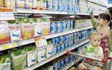 Chuyện giá sữa và nỗi buồn của các bà mẹ