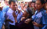 Người tù 10 năm kêu oan bật khóc khi nhìn thấy người thân