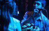 Clip ấn tượng: Chàng trai chiếm trọn sân khấu để cầu hôn bạn gái