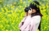 Giới trẻ Hà thành hút hồn với màu vàng của cánh đồng hoa cải