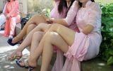 """Phản cảm những kiểu mặc áo dài """"trong suốt"""" của nữ sinh Việt"""