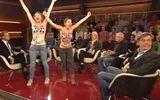 Clip: Kiều nữ khỏa thân phản đối World Cup