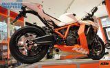 Clip: Chiêm ngưỡng siêu mô tô KTM 1190 RC8 R tại Hà Nội