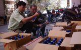 Kon Tum: Bắt xe ô tô vận chuyển 35 thùng Vodka giả