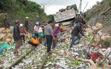 Xe tải cuốn xe máy xuống vực, 5 người bị thương nặng
