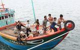 Điều động tàu ra Hoàng Sa để cứu ngư dân bị cá cắn