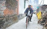 Chuyện khó tin về người đàn ông mù biết đi xe đạp và có...10 vợ