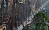 Nhịp sống trên cây cầu trăm tuổi trong lòng Hà Nội