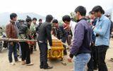 Hàng trăm người kêu khóc thảm thiết bên cầu treo bị sập