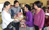 Trương Thị May vượt 400km tặng xe đạp cho trẻ em nghèo Đắk Lắk