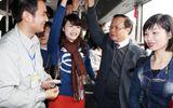 """Bộ trưởng Thăng và Bí thư Hà Nội """"vi hành"""" xe buýt như thế nào?"""