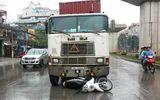 Bị tuýt còi, tài xế container đâm thẳng vào xe CSGT