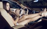 Porsche Cayenne độ Magnum đẹp long lanh bên siêu mẫu gợi cảm