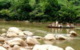Lai Châu: 7 học sinh bị nước cuốn khi lội sông tới trường