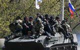 Xe bọc thép gắn cờ Nga chạy rông ở đông Ukraina