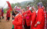Tục lệ con dâu mặc áo đỏ, quạt ma cho người mất