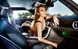 """Kiều nữ """"nóng"""" ngùn ngụt bên siêu xe cánh chim Mercedes SLS AMG"""