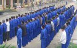 Dùng kéo khống chế cán bộ, 45 học viên trốn trại
