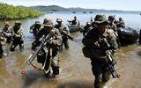 """Mỹ và Philippines """"vai kề vai"""" chống Trung Quốc"""