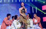 """Phạm Thu Hà khản đặc tiếng vẫn liều mình hát """"Chuông gió"""""""