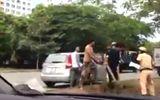 Clip người đàn ông ở TP.HCM cầm gậy tấn công CSGT