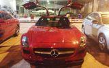 Siêu xe cánh chim Mercedes màu đỏ đến Hà Nội