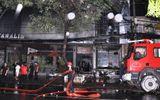 Quán bar cháy trong đêm, khách tháo chạy tán loạn