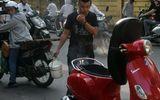 Vừa đổ xăng, xe Vespa LX bốc khói nghi ngút