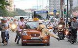 Vi phạm giao thông còn giật biên bản, tông xe CSGT