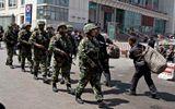 Trung Quốc chống bạo động ở Tân Cương bằng… tiền