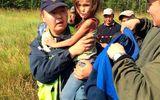 Bé gái 3 tuổi sống sót 11 ngày trong khu rừng đầy sói hoang