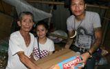 Cảm động cụ già 80 bán bánh mỳ được dân mạng giúp đỡ