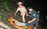 Trắng đêm cứu người trong vụ xe khách lao xuống vực
