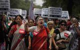 Ấn Độ: Thiếu nữ bị cưỡng hiếp, sát hại vì… cứu cha