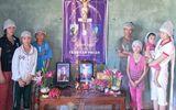 7 đứa con thơ mang khăn tang tiễn bố sau ngày mãn tang mẹ