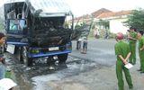 Phú Yên: Đang dừng, xe tải đột nhiên bốc cháy
