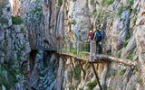 Cận cảnh lối đi bộ bên vách núi rùng rợn nhất thế giới