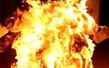 Sau 8 năm vợ chết do bom xăng, chồng tẩm xăng tự thiêu