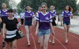 Clip: Ngọc Trinh cùng dàn chân dài đi cổ vũ bóng đá