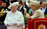 Khám phá nghề thiết kế thời trang Tổng thống Mỹ và Nữ hoàng Anh