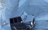 """Cường """"đô la"""" trổ tài vượt địa hình với xe Mercedes hầm hố"""
