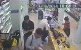 Clip: Cô gái trẻ trộm điện thoại cực tinh vi