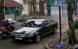 Clip: Đôi tình nhân bẻ trộm gương xe Mercedes cực nhanh